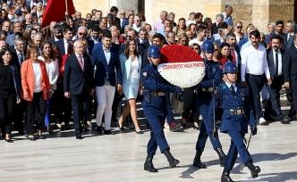 CHP yönetimi 95'inci yaş günü için Anıtkabir'de