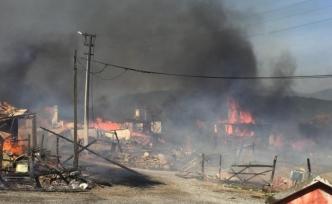 Köyde korkutan yangın: Çok sayıda ev yanıyor!