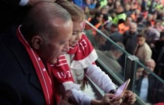 Türkiye - Moldova maçında ekranlara yansımayan anlar...