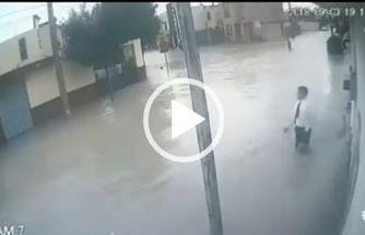 Yağmurlu havada elektrik direğine sakın dokunmayın