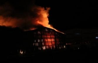 Fabrika'da büyük yangın: Patlama sesleri korkuttu