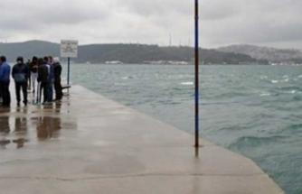 İstanbul'da otomobil denize düştü