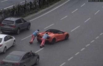 Lamborghini'yi iterek götürdüler