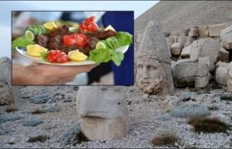 Nemrut Dağı'nın zirvesinde çiğ köfte festivali