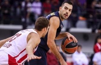 Fenerbahçe Yunanistan'da tek sayıyla kazandı