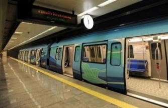 Feci kaza... Kadın yolcu tren gelirken raylara düştü!