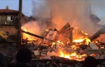 Yangın çıkan köyde 5 ev kullanılamaz hale geldi