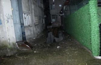 Zemini çöken 6 katlı bina boşaltıldı