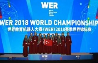 Çin'deki robot yarışmasına Konyalı hafız kızlar damga vurdu