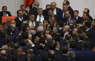 İYİ Partili vekil küfür etti, Meclis karıştı