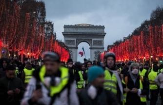 Macron'un açıklamaları 'sarı yelekliler'i yine memnun etmedi