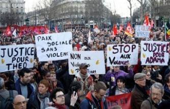 Paris'te liseliler yeniden sokaklarda