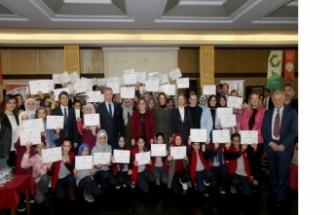 Stem Okulu'nda 200 öğrenciye katılım sertifikası verildi
