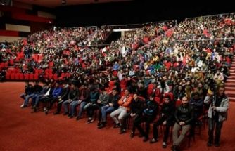 Lise son sınıf öğrencileri Huysuz ile eğlendi