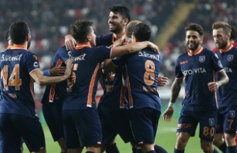 Lider Medipol Başakşehir deplasmanda galip