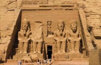 Yılda 2 kez yaşanıyor… II. Ramses heykeline güneş vurdu
