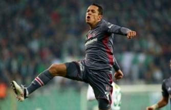 Beşiktaş'ta Adriano'nun yerine o geliyor!