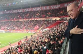 Cumhurbaşkanı Erdoğan A Milli Futbol Takımı'nın maçını izledi