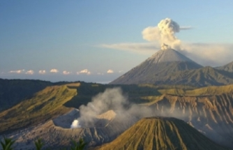 Dünyaca ünlü turizm bölgesinde yanardağ patladı!