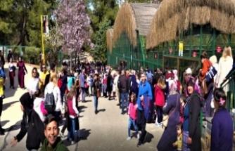 Gaziantep Hayvanat Bahçesi 23 Nisan'da çocuklarla doldu
