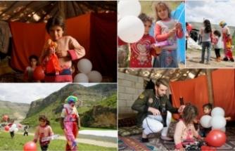 Göçer ailelerin çocukları için 23 Nisan kutlaması