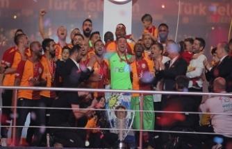 Galatasaray'ın şampiyonluk kutlamasında 'istegelsin' sürprizi