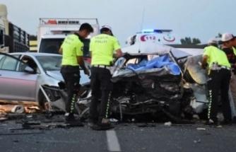 İzmir'de feci kaza! 3 ölü, 1 yaralı