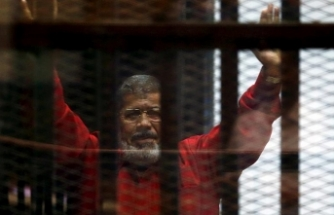 Mursi'nin ölümü ile ilgili skandal iddia! Yerde bekletilerek...