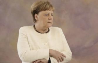 Merkel'in yanına aldığı kitap endişeleri artırdı!
