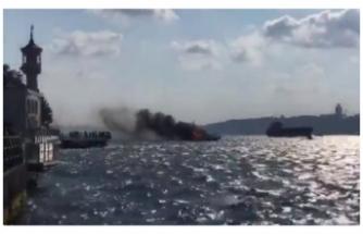 Üsküdar sahilinde bir teknede yangın çıktı, yolcular denize atladı