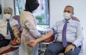 Adalet Bakanı Gül'den Türk Kızılay'ın kan bağışı kampanyasına destek