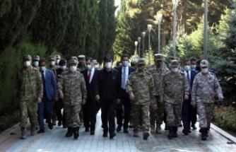 Akar ve TSK komuta kademesi Bakü'de!