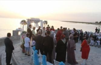 'Aşk Adası'nda gün batarken mutluluğa 'evet' diyorlar