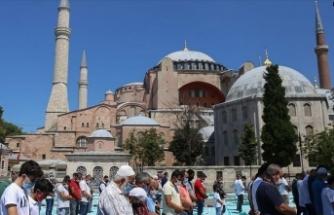 Ayasofya Camii'ne yerli ve yabancı ziyaretçilerden yoğun ilgi