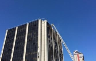 Beşiktaş'ta iş merkezinin çatısında yangın!