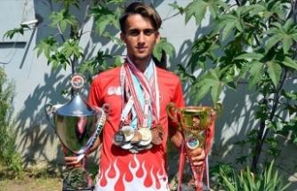 Çobanlık yaparken hazırlandı, Balkan şampiyonu oldu