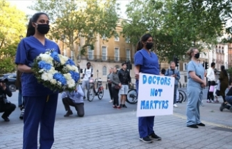 İngiltere'de sağlık çalışanlarının Kovid-19 çaresizliği