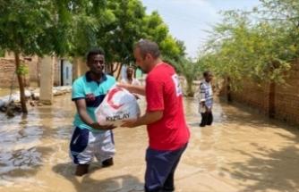 Kızılay, Sudan'da sel mağdurlarına yardım ediyor