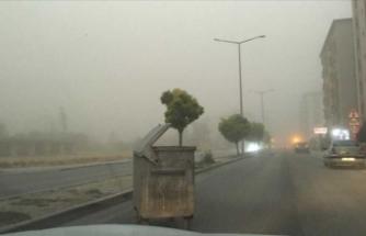 Konya'da oluşan toz bulutu görüş mesafesini sıfırladı