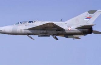 Sırbistan'da askeri uçak düştü