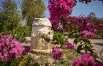 Tarihin doğayla bütünleştiği antik kent