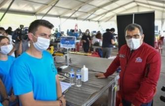 TÜBİTAK Başkanı Mandal, TEKNOFEST kapsamında düzenlenen İHA yarışlarını izledi