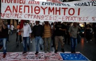 Yunanistan'da göstericiler, Pompeo'nun ülkeyi ziyaretini protesto etti, ABD bayrağını yaktı
