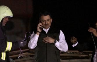 Bakan Pakdemirli enkaz altındaki vatandaşla konuştu