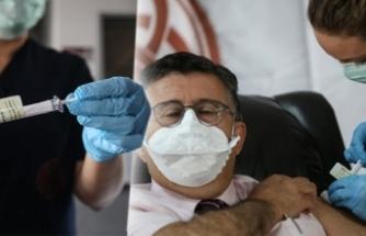 İlk koronavirüs aşısı Prof. Necmettin Ünal'a yapıldı