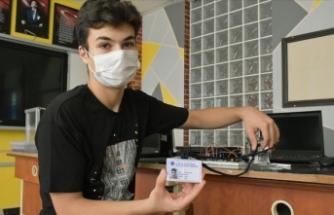 Öğrencilerin ateşi yükseldiğinde kimlik kartları uyarı verecek