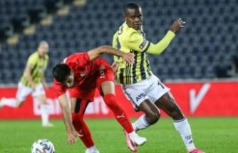 Fenerbahçe'ye kötü haber! Yıldız golcü sakatlandı!