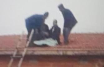 İnanılmaz kaza: Araçtan fırlayıp evin çatısına düştü