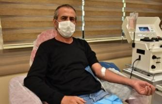 Kovid-19'u yenen doktor plazmasıyla hastalara umut oluyor