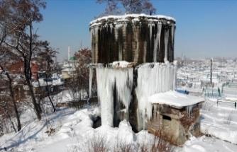 Ağrı'da 5 metrelik buz sarkıtlar